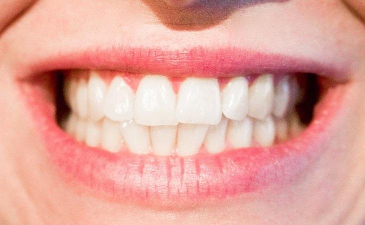 יתרונות קמח טף - שיניים לבנות וחזקות