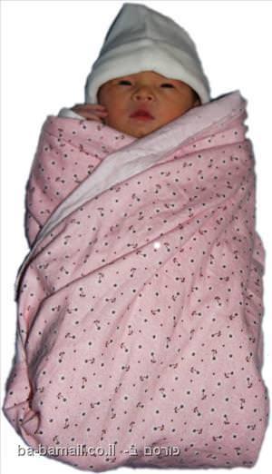 תינוק מכורבל