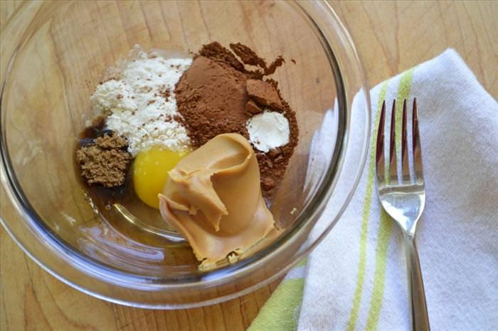 עוגת שוקולד וחמאת בוטנים למיקורגל