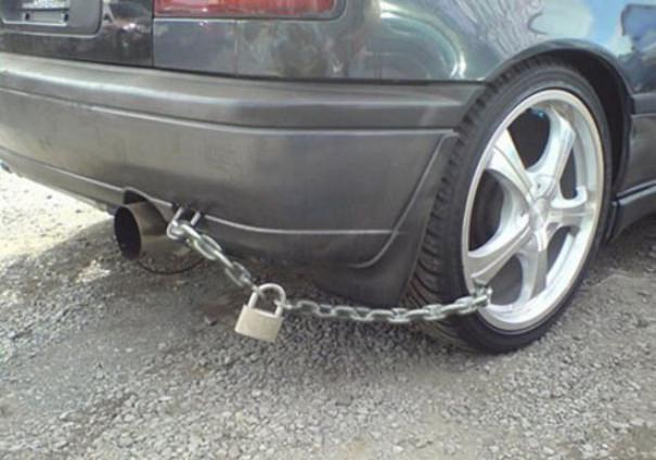 נעילה מוזרה של כלי רכב