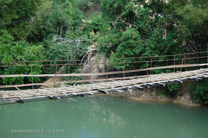 גשר מעל נהר