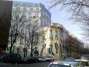 תמונות של הבניין הנמס