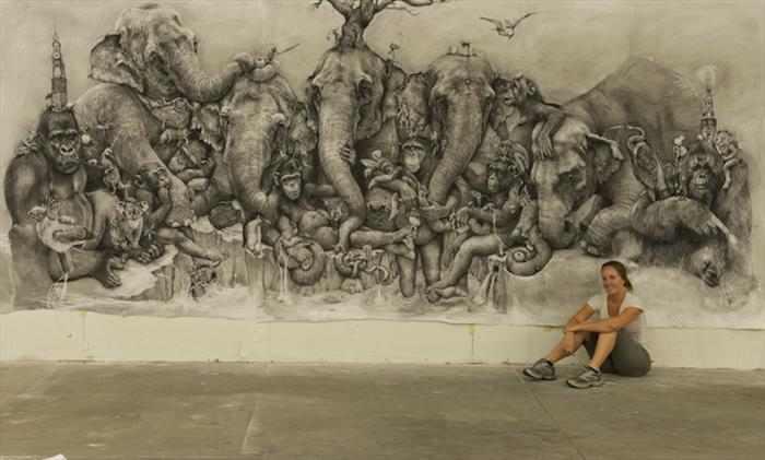 ציור עם עיפרון על קיר שלם