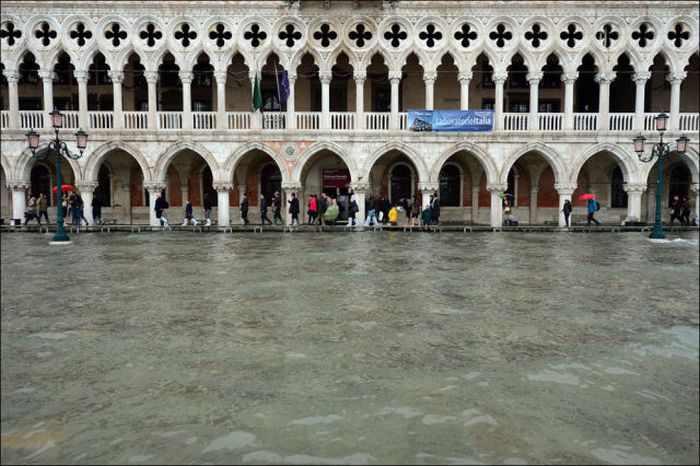 ונציה עולה על גדותיה - תמונות מההצפה האחרונה!