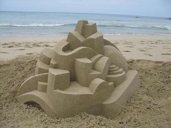 פסלי חול גיאומטריים מדהימים