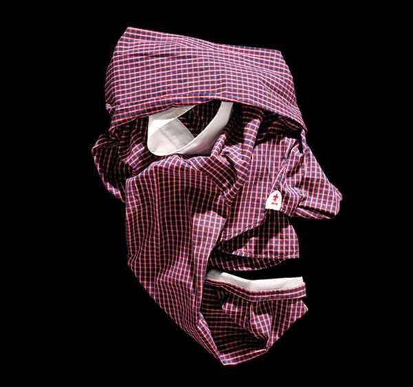 בגדים מקופלים בצורץ פרצופים