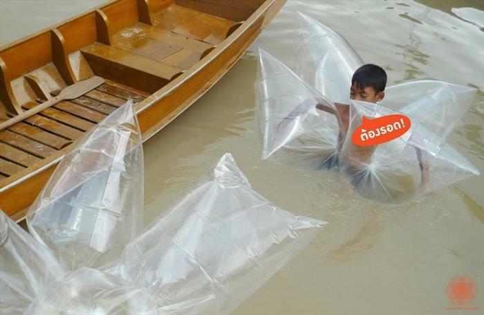 אילתורים תאילנדים בזמן שיטפונות