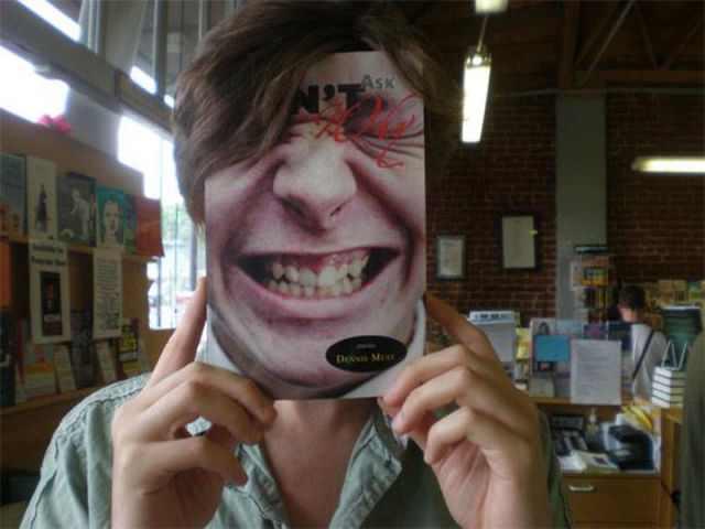 תמונות משעשעות של פרצופים על עטיפות ספרים
