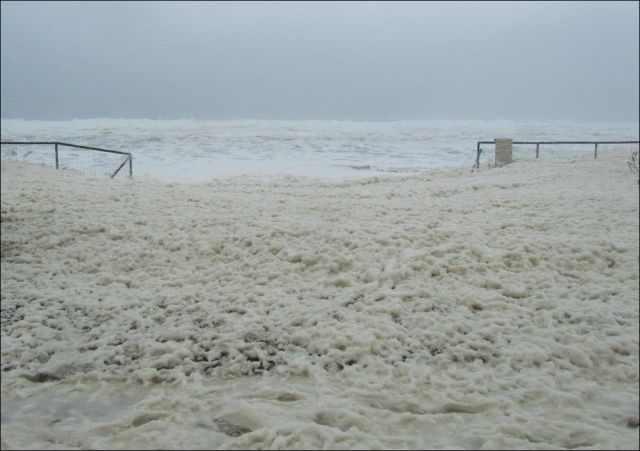 שכבת קצף ימי בגובה 3 מטרים באוסטרליה