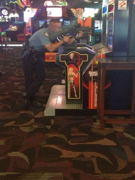 שוטרים בסיטואציות משעשעות