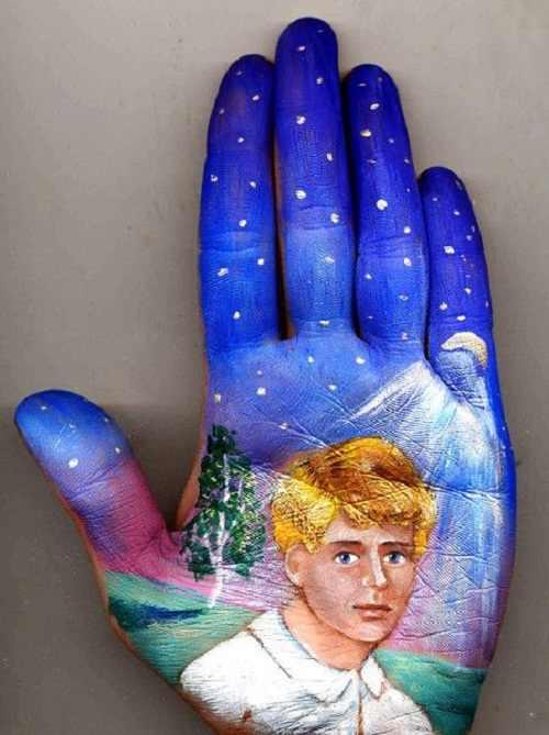 ציורי אגדות על כף היד