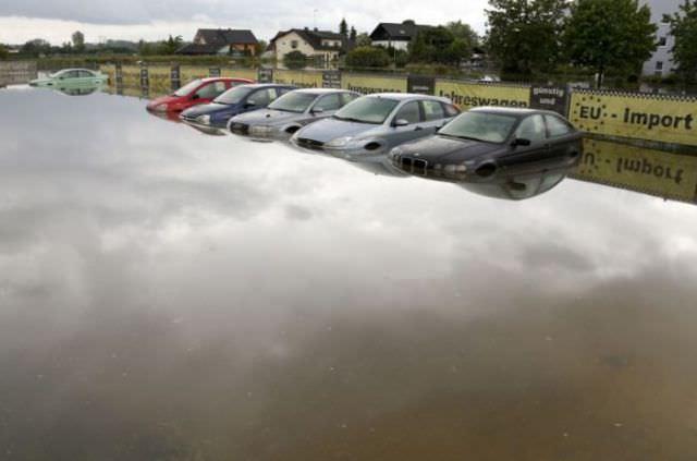 מכוניות יוקרה חדשות אחרי השטפונות באירופה
