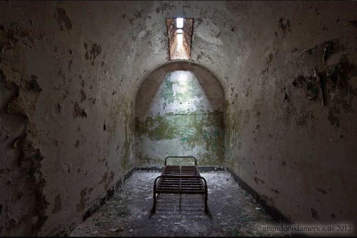 בתי כלא נטושים