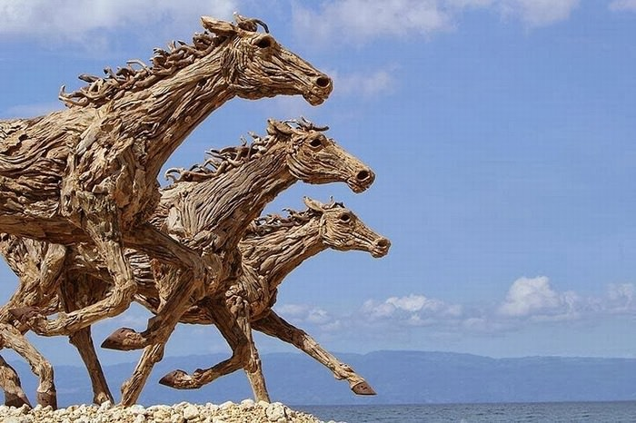 פסל חיה מעץ