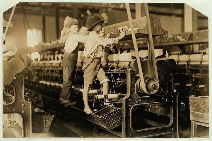 ילדים במפעל