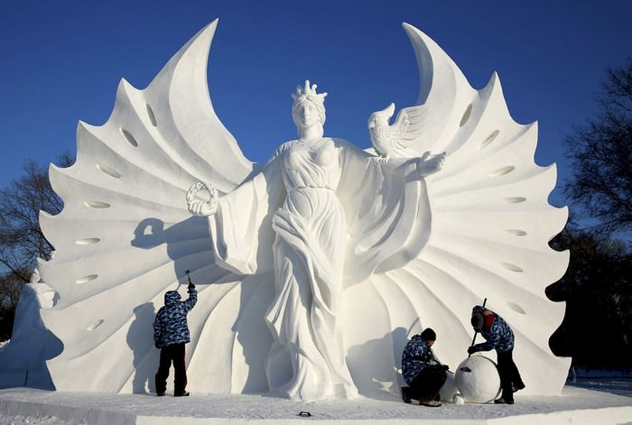 תמונות פסלים מקרח