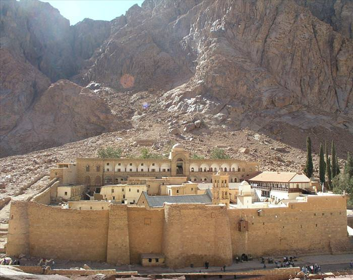 מבנים עתיקים שפעילים בימינו