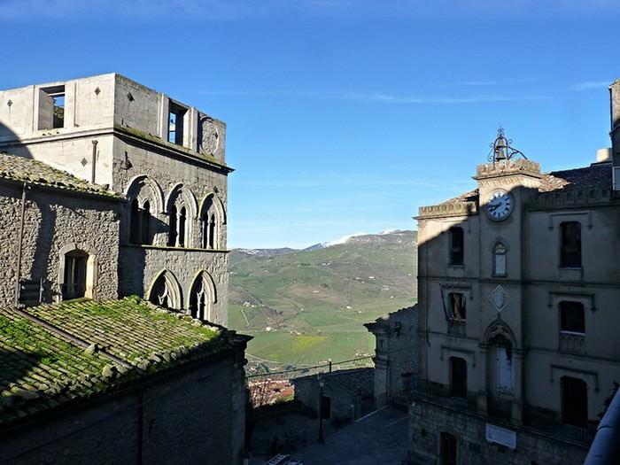 כפר גנג'י העתיק באיטליה