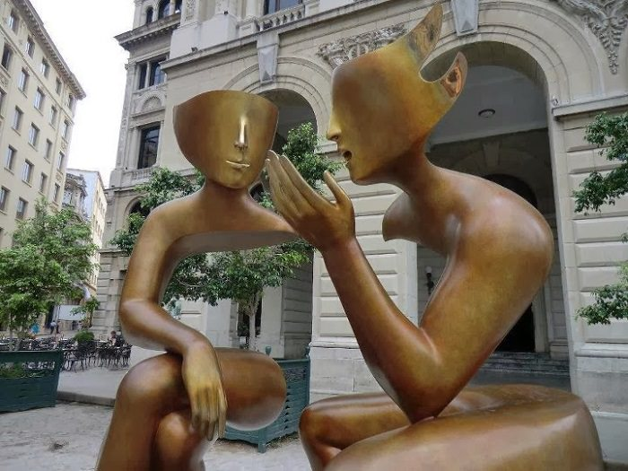 הפסלים של אטיין פירוט