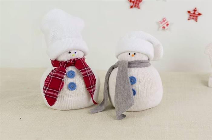 צעצועים ליצירה עם הילדים: בובת איש שלג מגרב