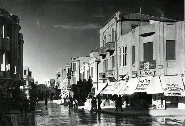 תל אביב הישנה: רחוב נחלת בנימין בתל אביב מוצף מים, שנת 1930
