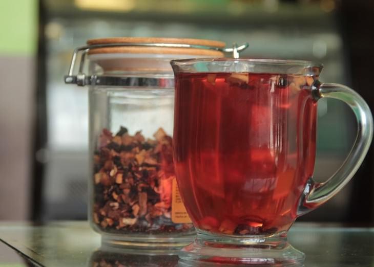 משקאות לטיפול בלחץ דם גבוה: תה היביסקוס