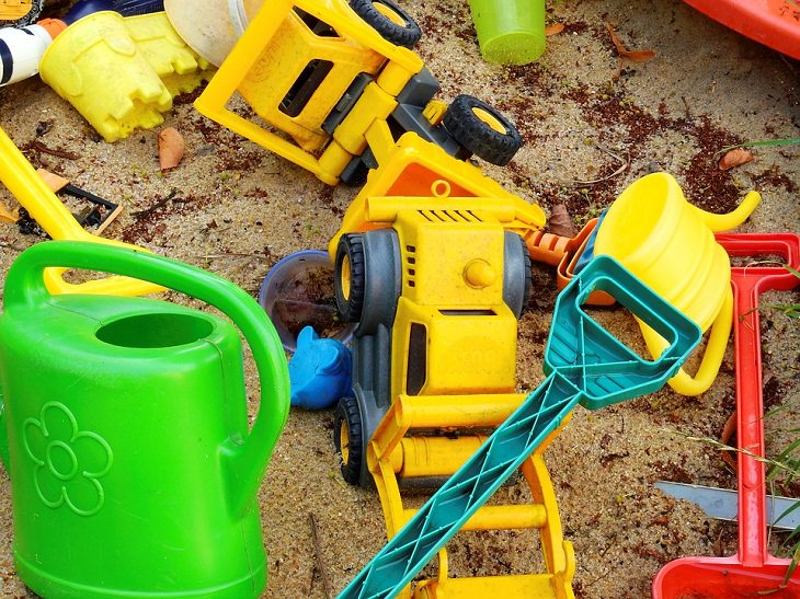 צעצועים בארגז חול