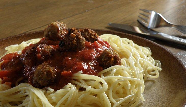 רוטב עגבניות וספגטי