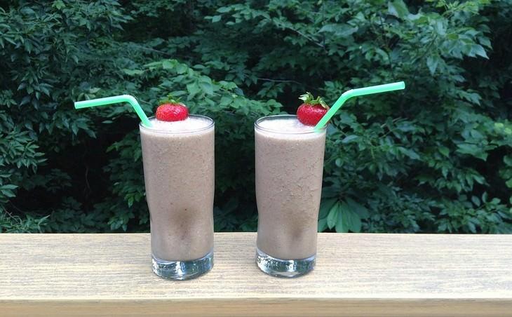 משקאות לטיפול באנמיה: משקה תות, פטל שחור ותפוחים
