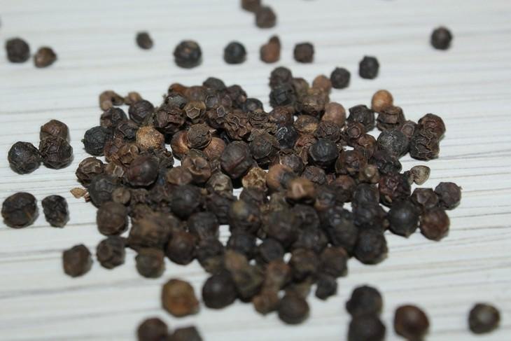 12 שימושים לפלפל מלבד בישול: פלפל שחור