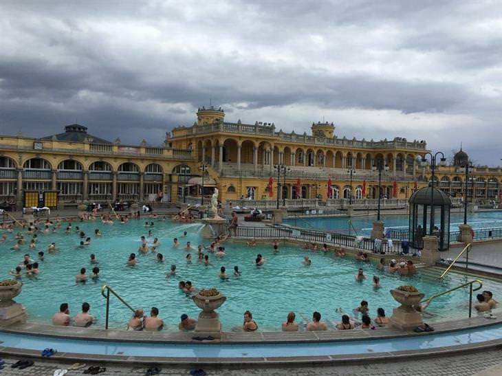 10 אטרקציות מומלצות בבודפשט: מרחצאות סצ'ני