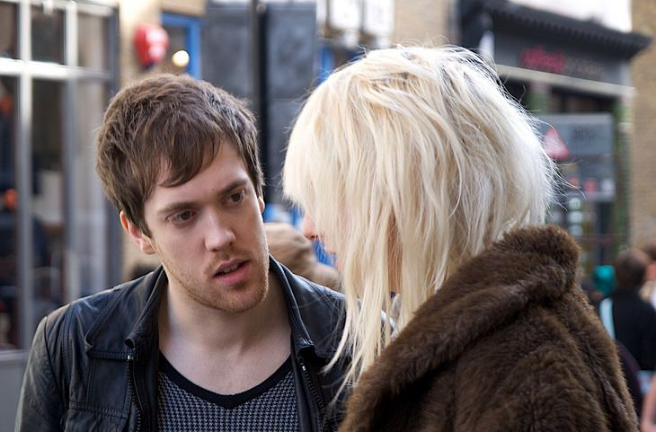 גבר ואישה מדברים