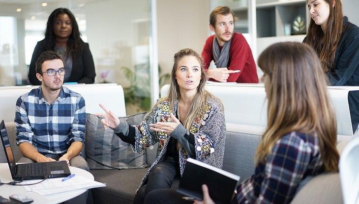 עצות להצלחה של ג'ק מא: אנשים צעירים בישיבה