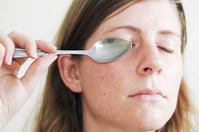 עיסוי הכפות הסיני: עיסוי באמצעות כפות לעור פנים צעיר
