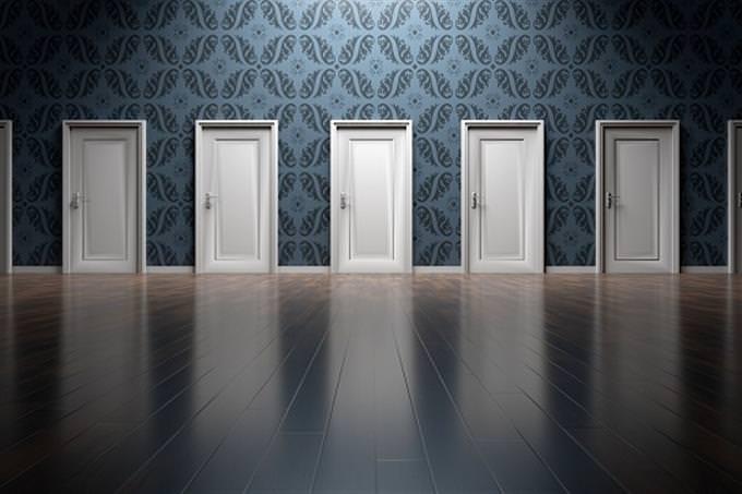 דלתות נעולות