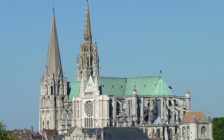 12 כנסיות בצרפת שלא צריך להיות נוצרי כדי להתפעל מהן