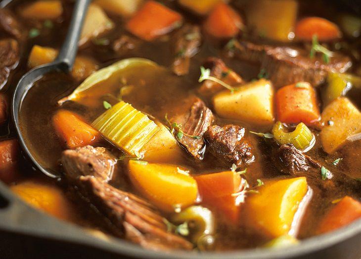 תבשיל קדירת בקר עם דלעת ויין אדום