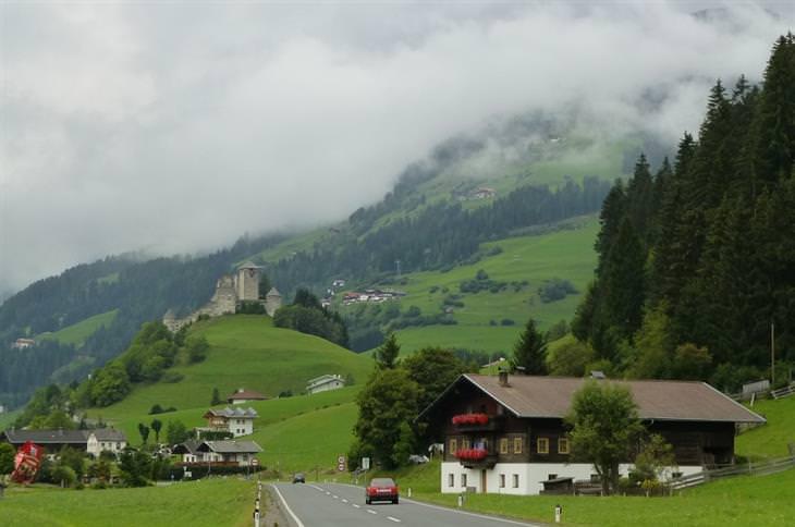 ערים ועיירות קטנות באוסטריה - היינפלס