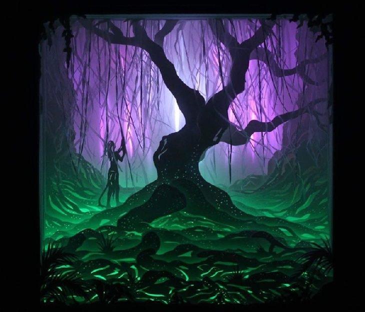 אישה עומדת בתוך יער עם סבך של ענפים