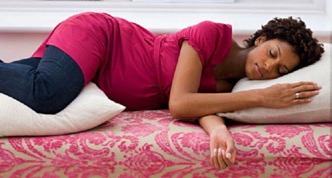 תנוחת שינה מומלצת בהיריון