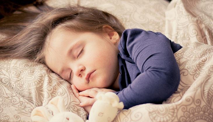 כך תגרמו לילדים לישון במיטה שלהם