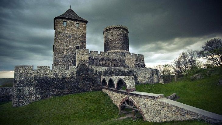 16 מנופיה המדהימים של פולין: טירת בנדין