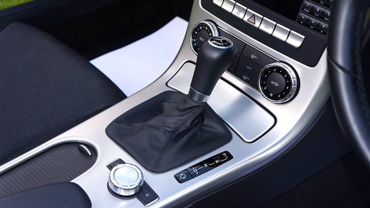 הרגלים מזיקים ברכב