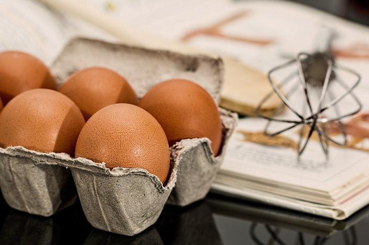 הדרך היעילה ביותר לסידור המקרר: ביצים