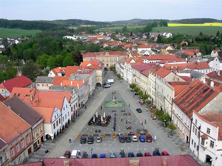עיירות ציוריות בצ'כיה: רחוב מרכזי בסלבוניצה