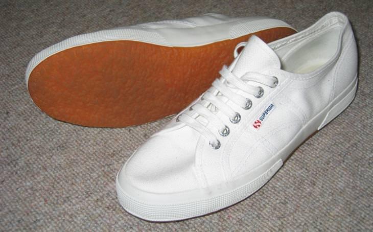 נעליים לבנות
