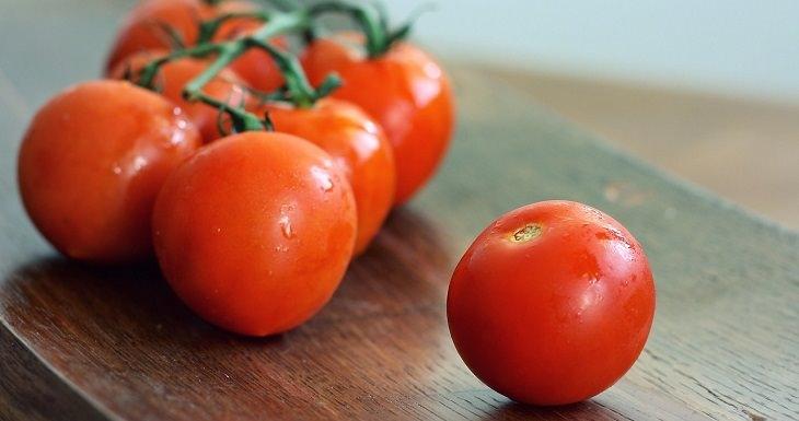 טיפים לבחירת פירות וירקות טריים: עגבניות