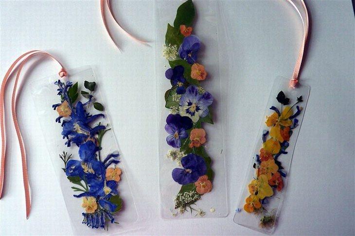 שימושים למגהץ: סימניות פרחים בתוך נייר למינציה