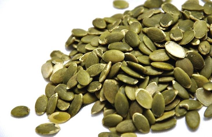 סימנים למחסור באבץ ומאכלים שמאזנים את רמתו: זרעי דלעת