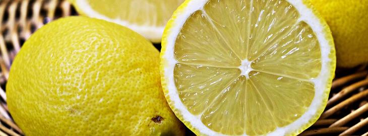 חומרי ניקוי מפתיעים בבית: פלחי לימון